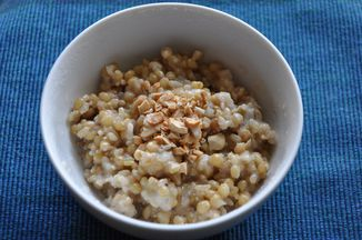 9264e7ac-93c8-4aa0-9009-de672873b4c3--chewy_porridge_and_cashews